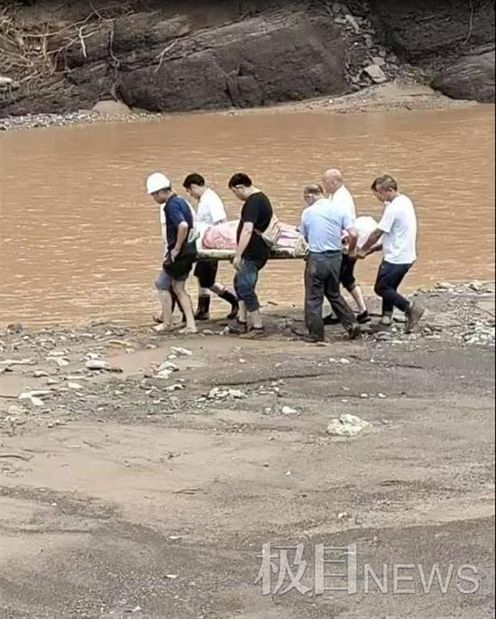郑州被困废墟的4月女婴母亲被找到,已不幸身亡