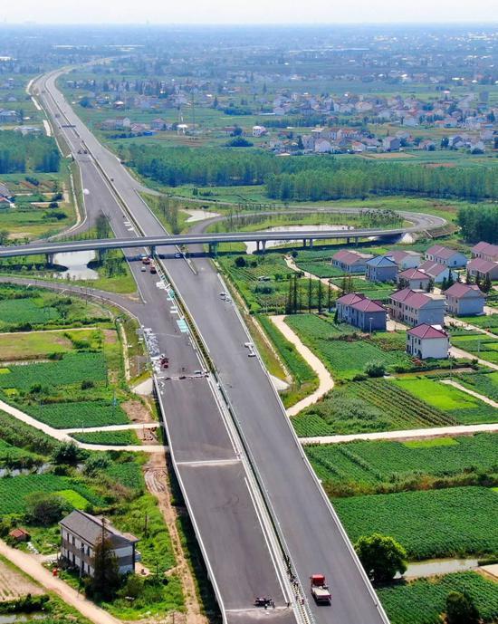 江苏淮安新架设的乡村电网,图片滥觞@VCG