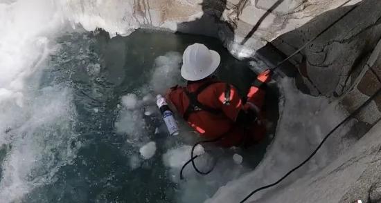 救济队在救济。受访者供图