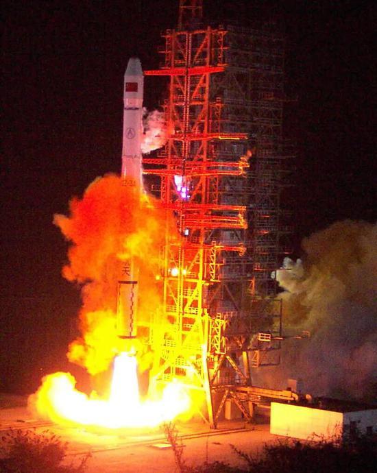 """▲2000年12月21日0时20分,我国自行研制的""""   北斗。。。星导航试验卫星""""在西昌卫星发射中央由""""长征三号甲""""火箭发射乐成,正确进入预定轨道。"""