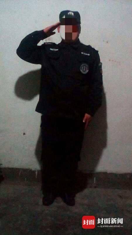 穿上假警服,杨林觉得自己俨然就是警察了。
