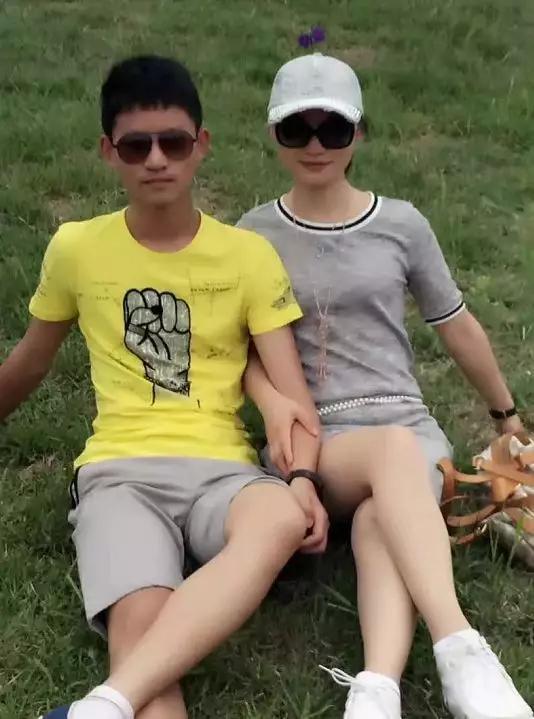 (王恒杰和妈妈)