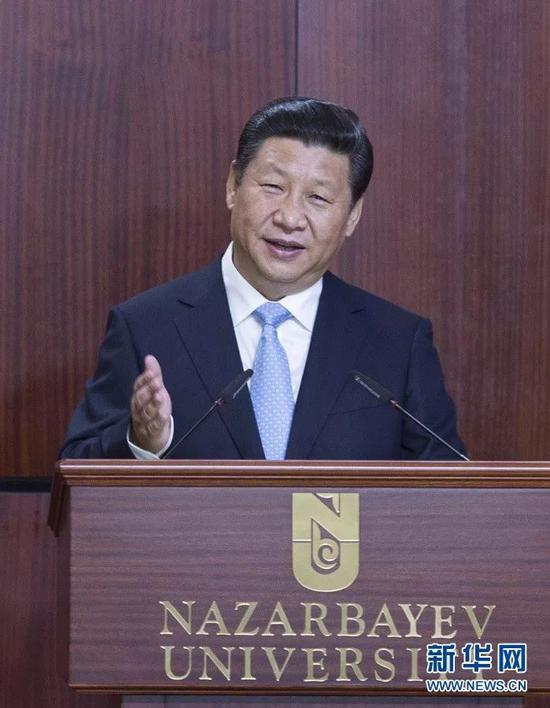 2013年9月7日,国家主席习近平在哈萨克斯坦纳扎尔巴耶夫大学宣布题为《宏扬公民友谊 共创夸姣未来》的重要讲演。 新华社记者 王晔 摄
