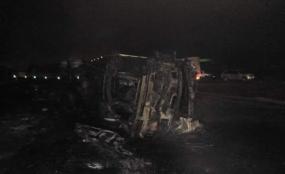 被烧毁的卡车(来源:《肯尼亚民族日报》)