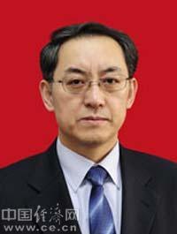 曹宇,男,汉族,1963年出生,山东蓬莱人,经济学博士。
