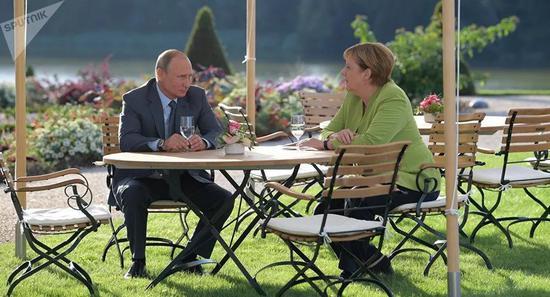 普京与默克尔会谈