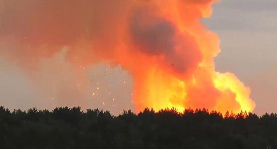 俄存4万枚炮弹军火库爆炸 附近6000居民紧急撤离|克拉斯诺亚尔斯克