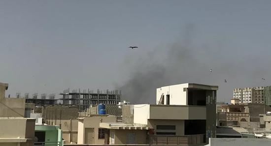 《【华宇娱乐平台首页】巴基斯坦一架飞机在居民区坠毁 约20人瓦砾下获救》