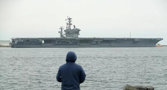 美军尼米兹号航母到达中东水域。(图源:路透社)