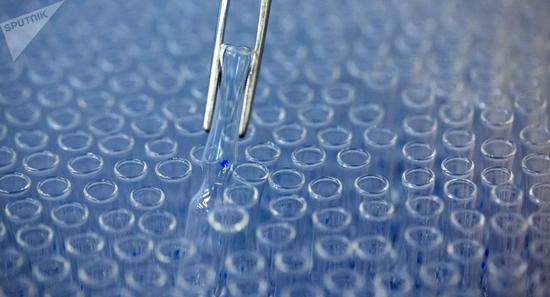 俄卫生部长:俄新冠病毒疫苗11-12月将达到最大产量