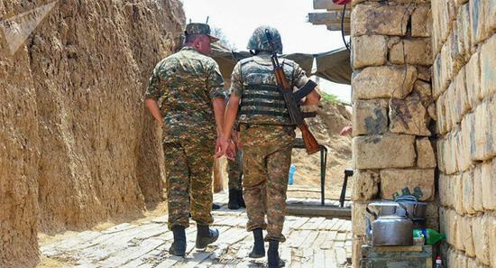 纳卡地区军方:最近一天有25名军人阵亡