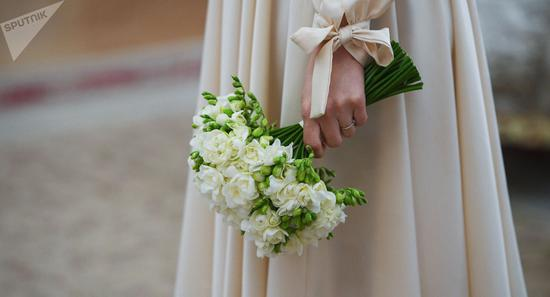 """""""最后的婚礼"""":丹麦患癌新娘仪式后15分钟去世"""