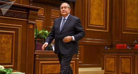 在伦敦接受手术后 亚美尼亚总统新冠病毒检测呈阳性