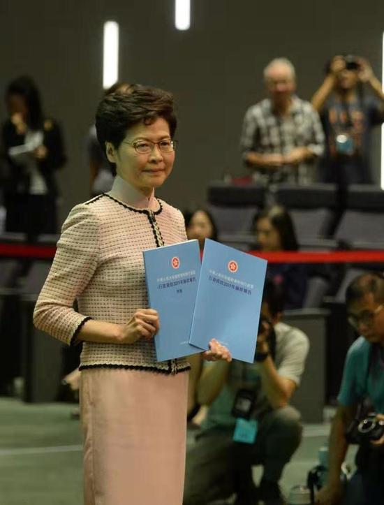林郑月娥去年10月发表《施政报告》 资料图。