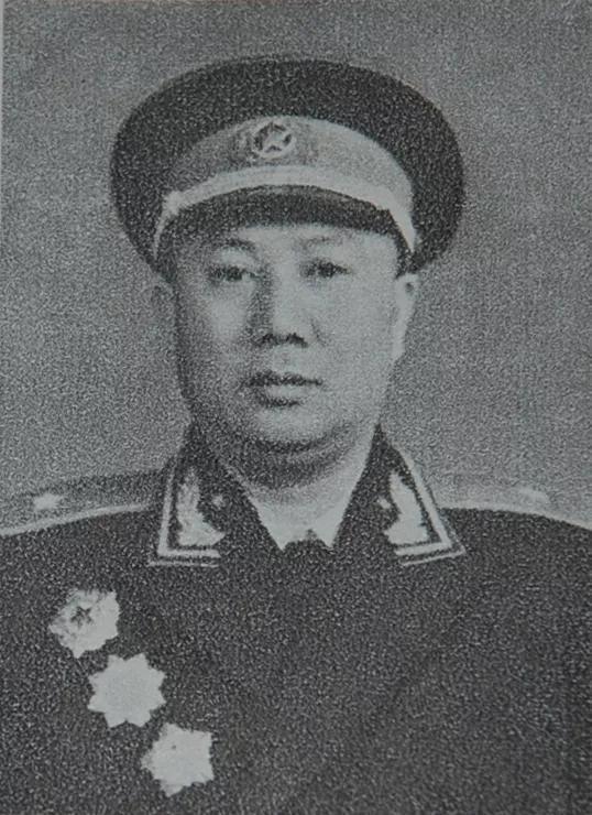 (图为时任志愿军六十八军军长陈坊仁)