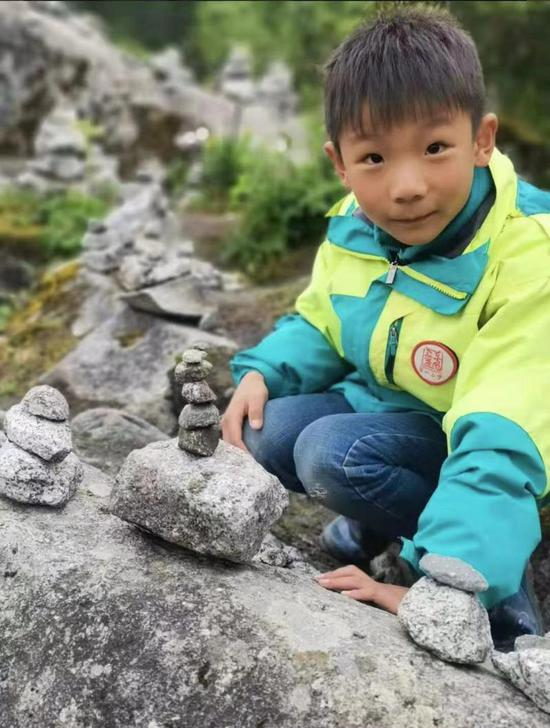 湖北8岁男孩海螺沟失联7天 家属继续上山搜寻中 失联