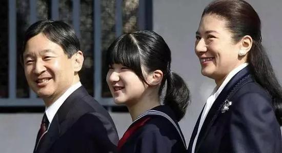 △德仁和雅子一同參加女兒愛子的畢業典禮。