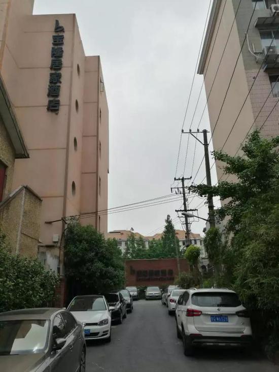宝隆居家酒店开在居民区中。