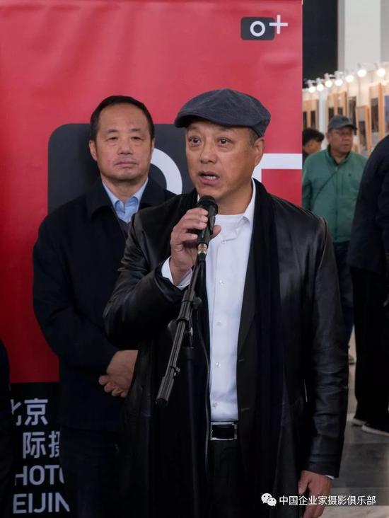 中国企业家摄影学会会长卓福民开幕式致辞。