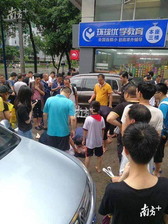 广州街头仍存各种电线隐患