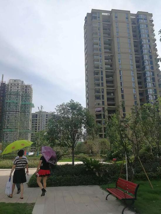 ▲杭州九龙仓·珑玺项目(图片来源:每经记者 沈溦 摄)