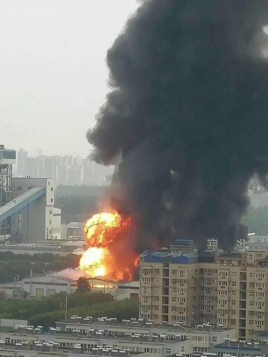 西安一电厂着火 现场有爆炸声黑烟数十米高(图)
