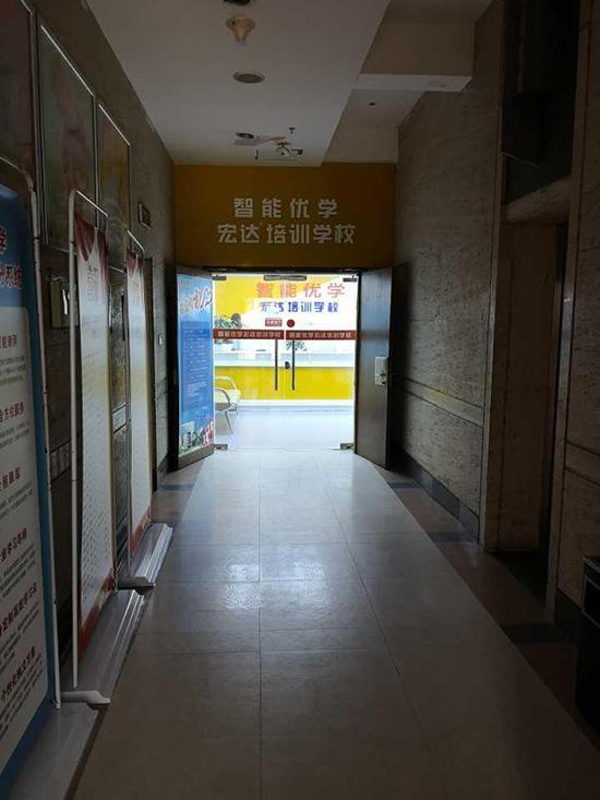 上黑榜培训机构转战新址继续招生 教育部门:违规