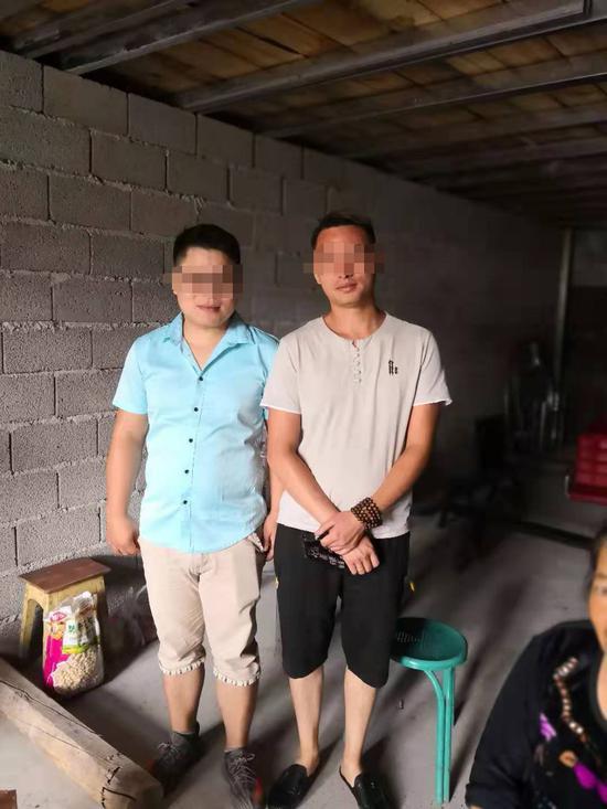 ↑汪大姐的養子小李(右)和親生兒子小劉(左)