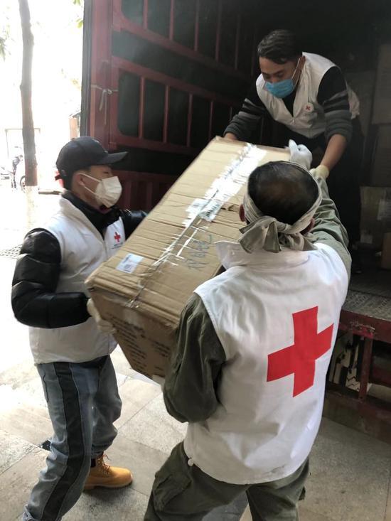 捐了那么多东西怎么还缺?记者探访武汉市红十字会图片