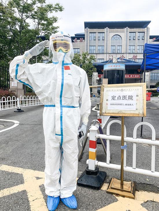 湖南大学生赴武汉做志愿者35天 每天送检病毒标本图片