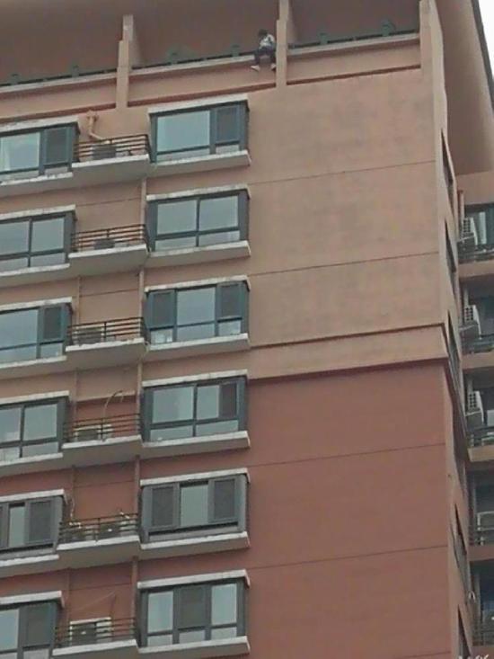 郑州一小区12岁女中学生坠楼 疑为家庭矛盾引发图片