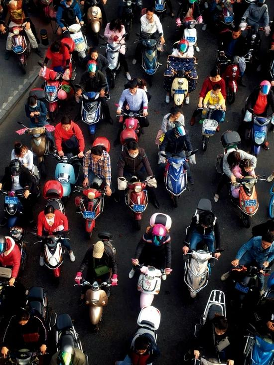 今年火灾事故已超6000起!电动自行车为何频频爆炸?