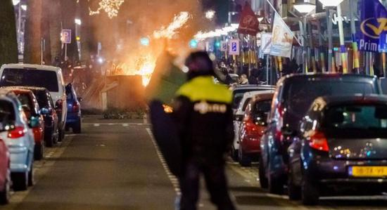 荷兰反宵禁示威进入第三天 警方再逮捕超150人