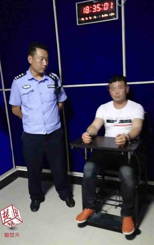 记者了解到,目前胡某已被浠水警方依法行政拘留。
