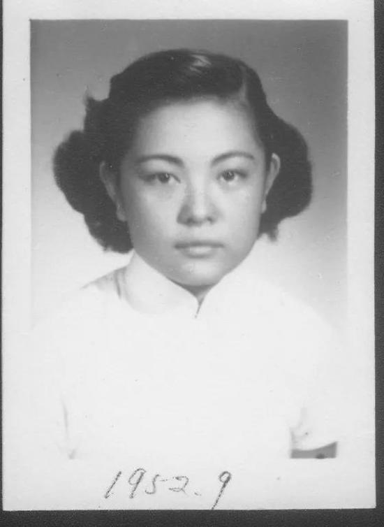 1952年,离开上海圣约翰大学前 图片来源:北京协和医院