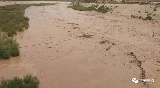 宁夏一名辅警抢救群众时被洪水冲走 至今下落不明
