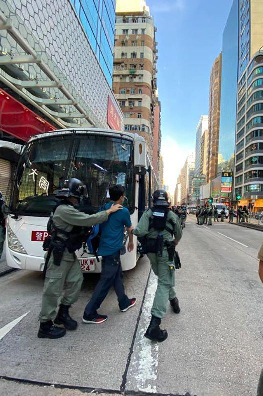 港媒:香港警方拘捕53人 包括两名区议员图片