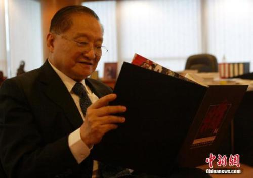 资料图:2007年6月28日,金庸先生在香港接受中新社记者专访。中新社记者 任海霞 摄