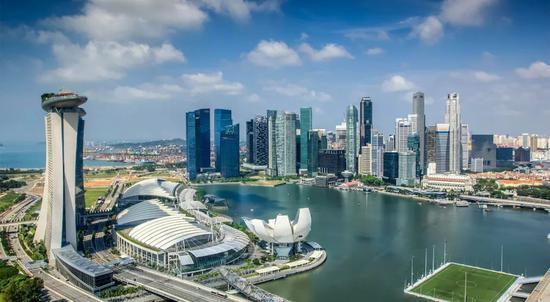 为何新加坡:中立、安全、位置