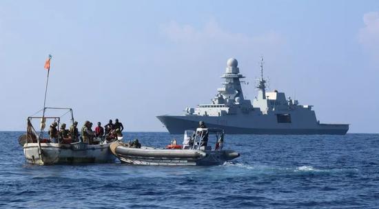 瑞士商船遭劫持:非洲海盗问题西移