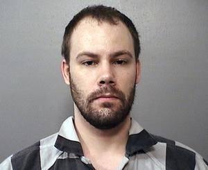 嫌犯克里斯滕森于2017年6月30日被以绑架罪名被捕,在这15个月里他在监狱度过了两个生日,经历了两任辩护律师团队和法官的更换,正式审理日期一再被推迟