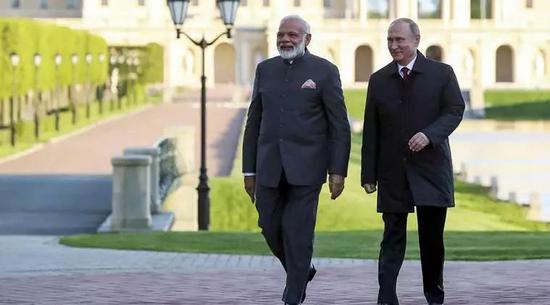 ▲当地时间5月21日,普京在索契会见了前来访问的莫迪,两人进行了非正式会晤。