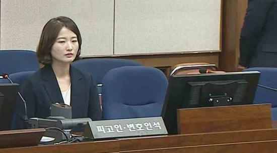 20日,朴槿惠缺席庭审,其律师代为出庭(图:韩联社)