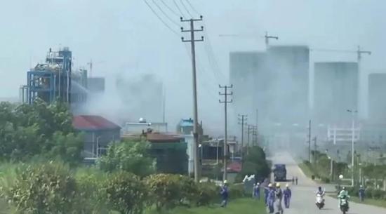 江西赣州一化工厂液体泄漏 现场浓雾滚滚(图)|人员伤亡