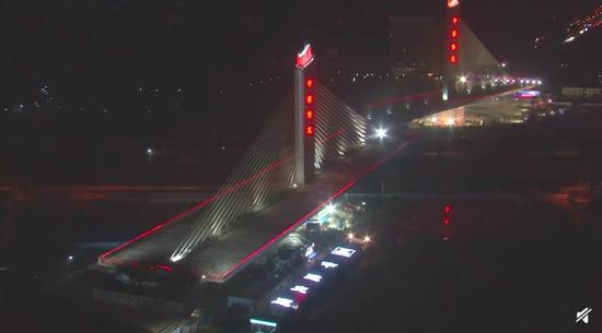 中国4.6万吨大桥空中转体 网友:无敌是多么寂寞
