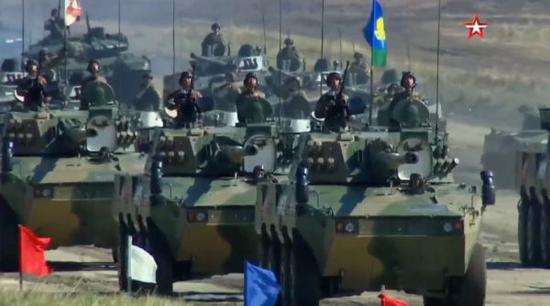 解放军中型合成旅参与检阅