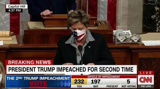 弹劾案轻松通过,特朗普坐不住了