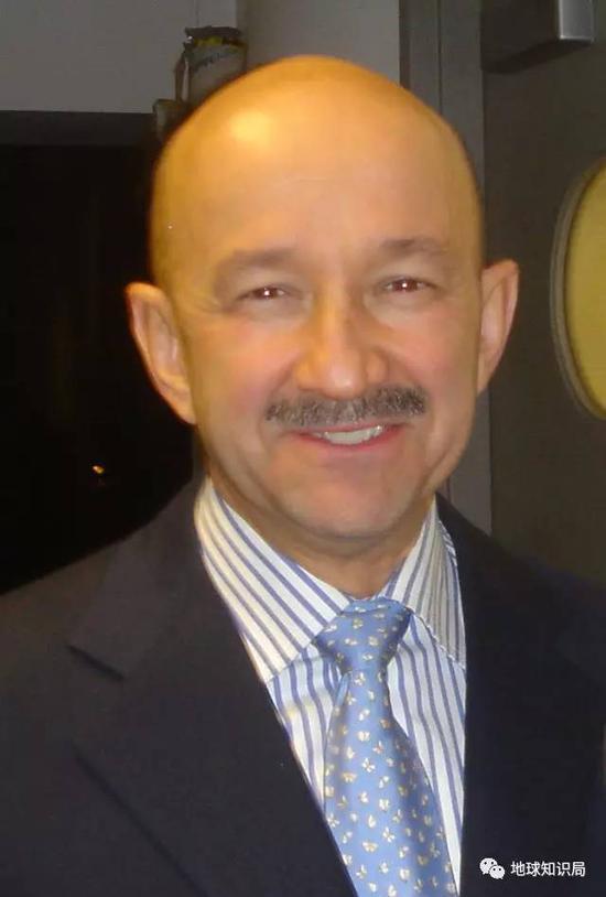 卡洛斯·萨利纳斯