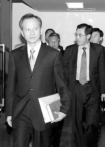 △2005年,时任外交部亚洲司司长崔天凯参加中日两国
