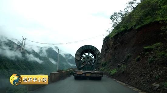 又一世界奇迹金沙江上335米凌空架起千米悬索桥